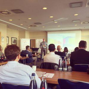 IOM Summit Seminar von Dirk Wippern zum modernen Intranet im Umbruch